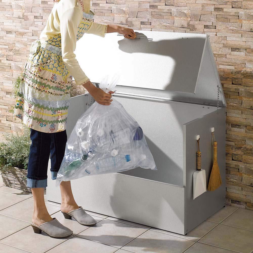 大きく開くガルバ製ゴミ保管庫 幅100奥行55cm 684822 B07MH27SM3