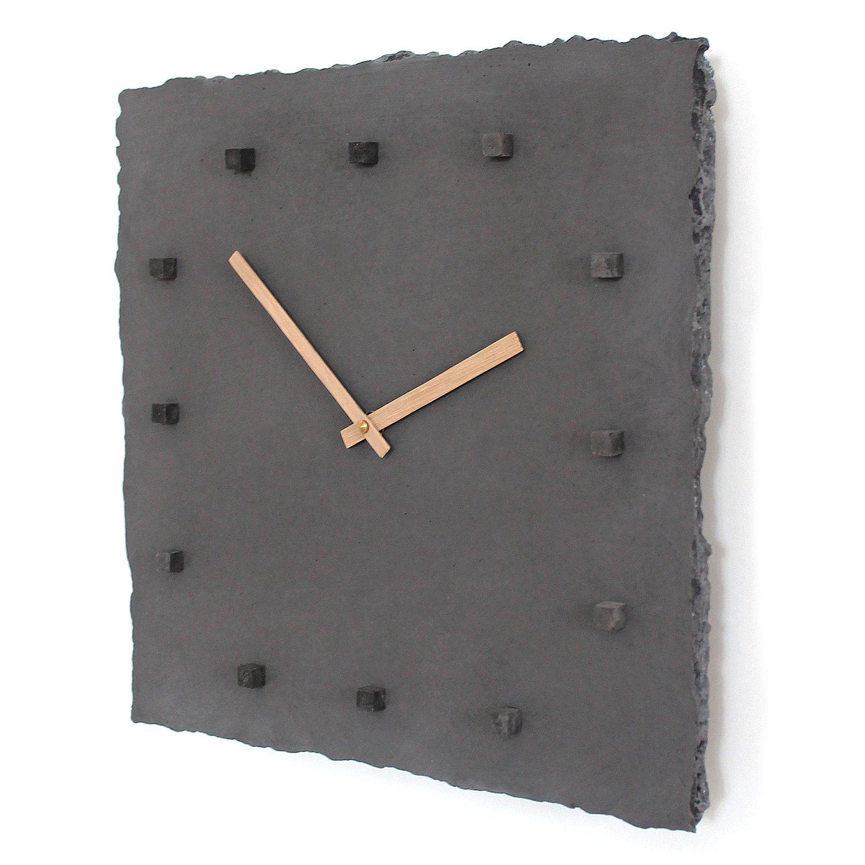 Beton-Wanduhr punktschwarz   hochwertige lautlose Uhr mit Eichen-Uhrzeigern   perfekt als Moderne Büro-Deko & Wohnzimmeruhr