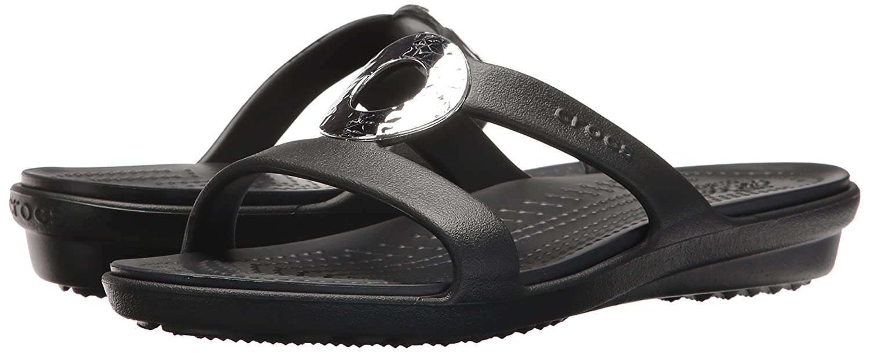 33e8a52371c4b9 ... Crocs Women s Sanrah Hammered Met W Flat Sandal Black Black 7 M US  Amazon.