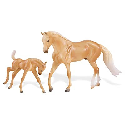 Breyer Freedom Series (Classics) Palomino Quarter Horse & Foal | 2 Horse Set | Model Horse Toy | 1: 12 Scale (Classics) | Model #62045: Toys & Games