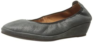 890709997e26 Image Unavailable. Image not available for. Color  Gentle Souls by Kenneth  Cole Natalie Slip-On Wedge