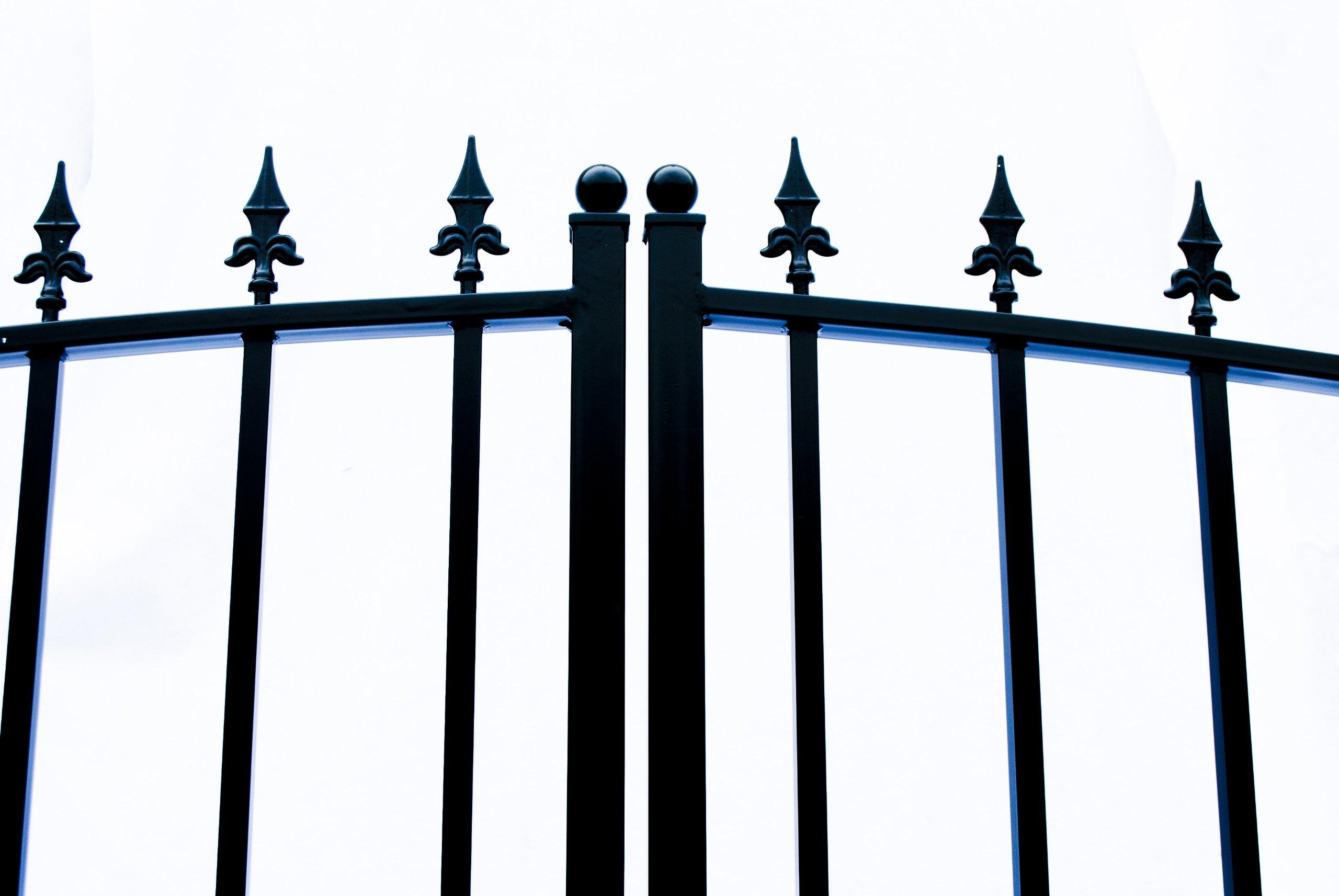 ALEKO Munich Style Iron Wrought Gate 16' Ornamental Dual Swing Driveway Gates 16'