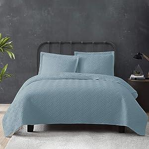 Tempcore Quilt Queen Size Light Blue 3 Piece, Hypoallergenic Microfiber Lightweight Soft Bedspread Coverlet for All Season,Full/Queen Light Blue,(1 Quilt,2 Shams)
