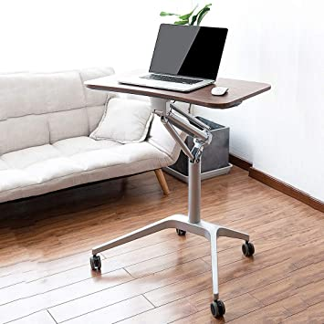 Table de bureau avec ordinateur portable, ordinateur