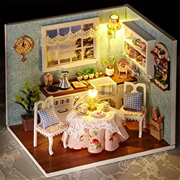 Marvelous Qearly Schoen Holz Miniatur Puppenhaus Geschenk Mini Haus LED Licht DIY  Dollhouse Kit Moebel Mit