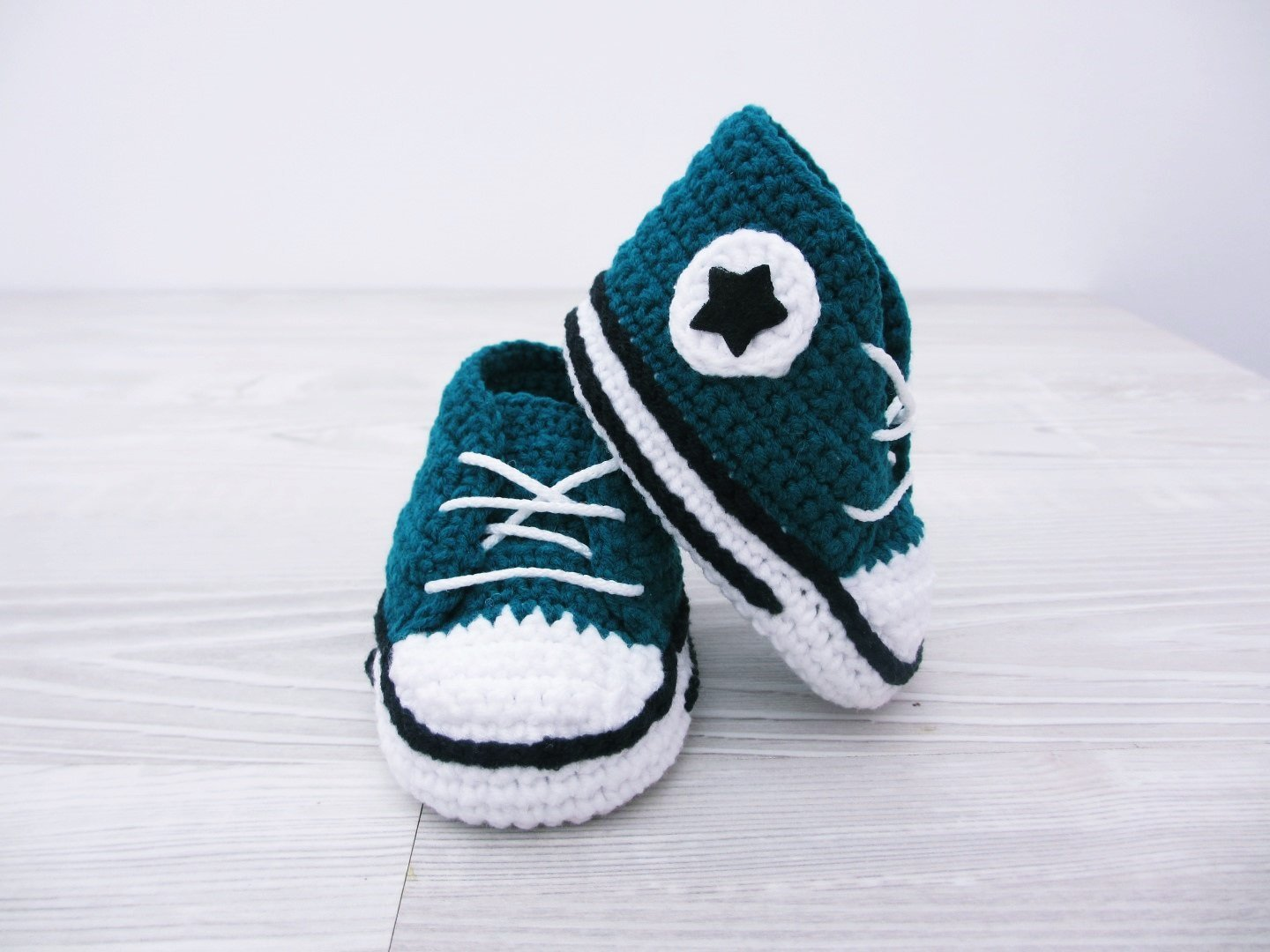 897f7a76b6cae Amazon.com: Crochet baby shoes Baby sneakers Baby booties Baby ...