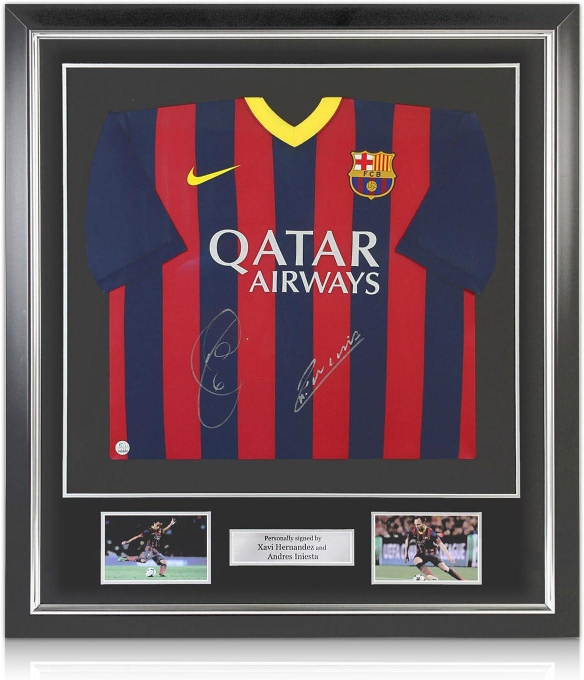 exclusivememorabilia.com Xavi Hernández y Andrés Iniesta Firmado 2.013-14 Camiseta FC Barcelona. En Marco Negro Deluxe con Plata embutido: Amazon.es: Juguetes y juegos