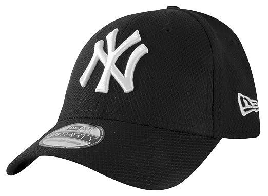 0e6fd255506 New Era 39Thirty Curved Peak KIDS MLB New York Yankees Diamond Era  Essential Black   White Stretch Fit Baseball Caps Size Child Youth   Amazon.co.uk  ...