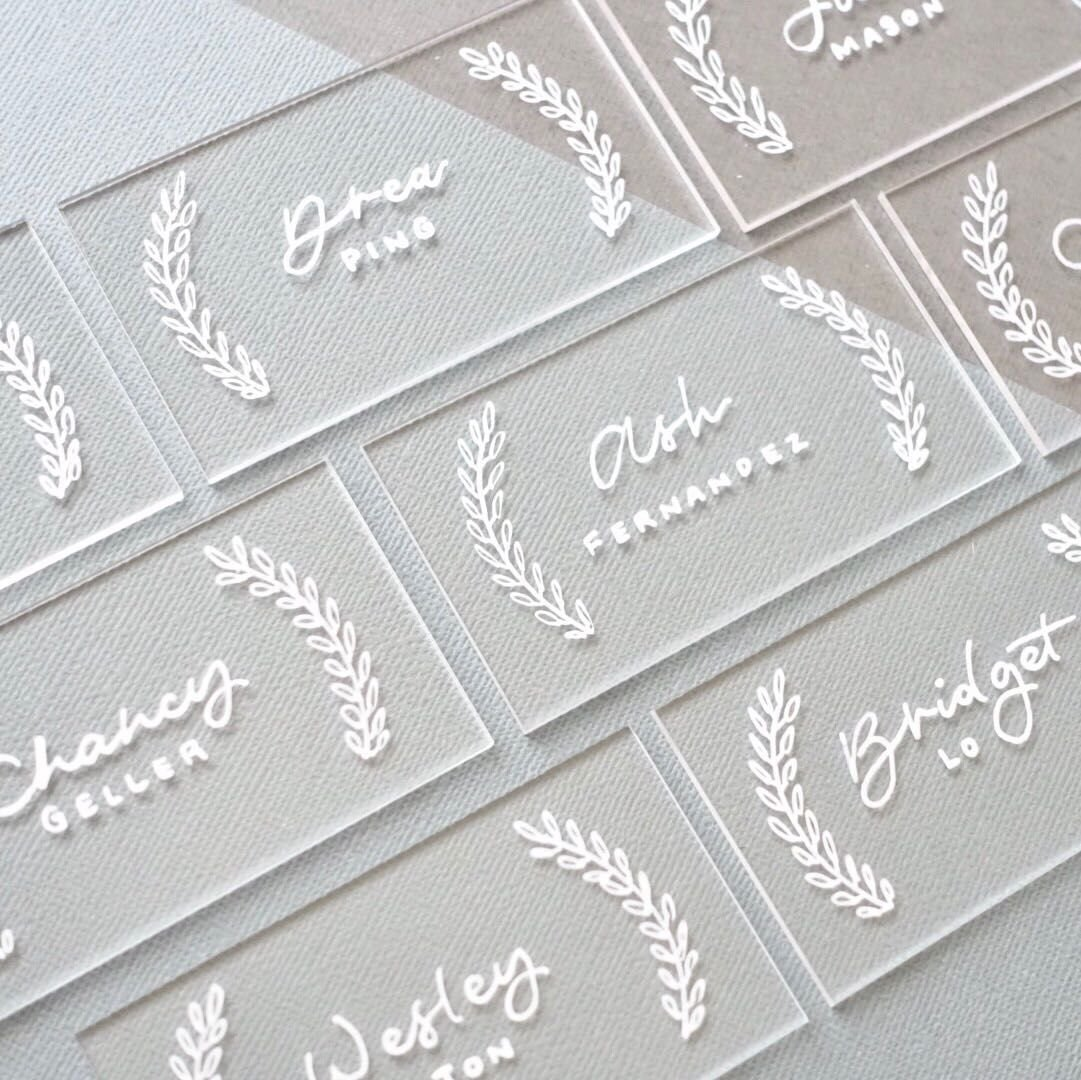UNIQOOO 20 Count Clear Acrylic Escort Place Cards - Rectangle Shape - Perfect for Wedding, Birthday Parties, Table Numbers, Guest name, Food Signs and Special Event Decoration, 3 1/2 x 2 inch