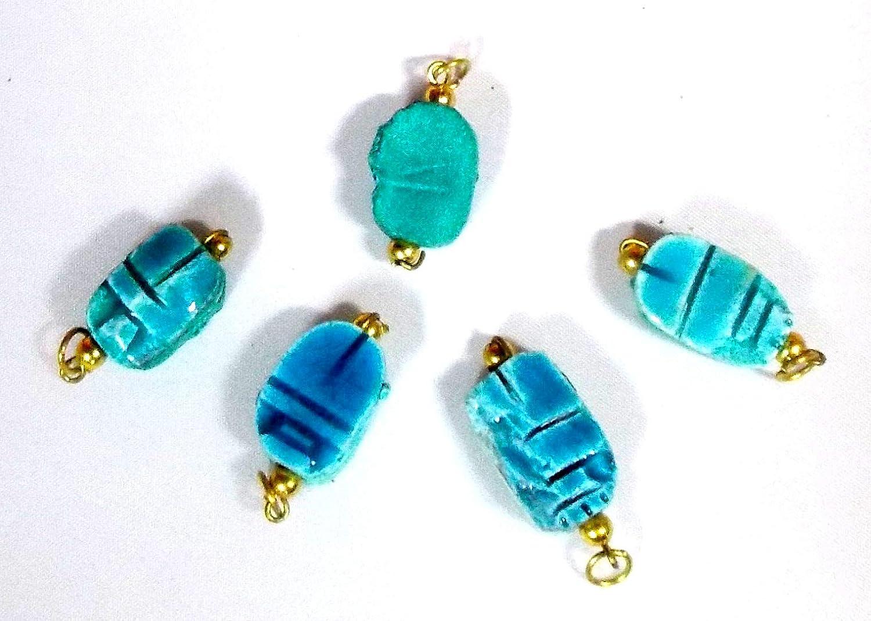 Escarabajos Egipcios colgantes, pequeños color azul, medida 2cmX1cm Aprox, el amuleto de vida, de piedra; Hecho a mano en Egipto, 5 Escarabajos