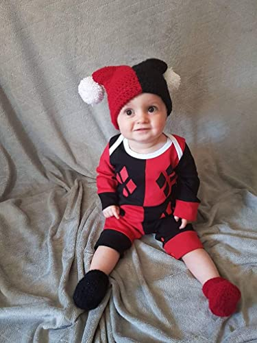 Amazon Com Harley Quinn Baby Hat And Booties Set Jester