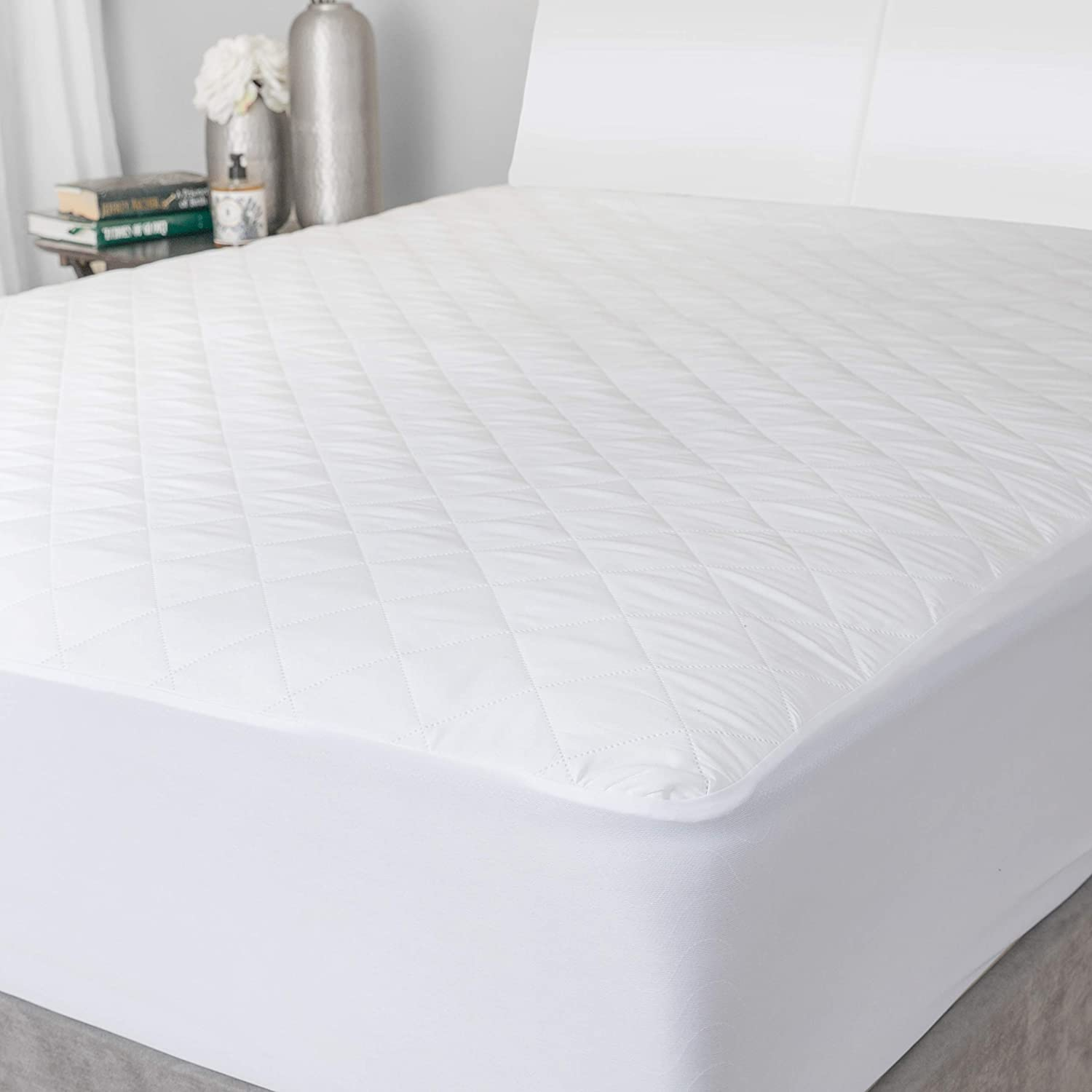 Quilted Mattress Pad - The Quilted Fabric is Comfortable and Thick Enough to Get a Restful Night Sleep. The Plush Mattress Topper Will Also Help Protect Your Mattress from Stains. (Twin)