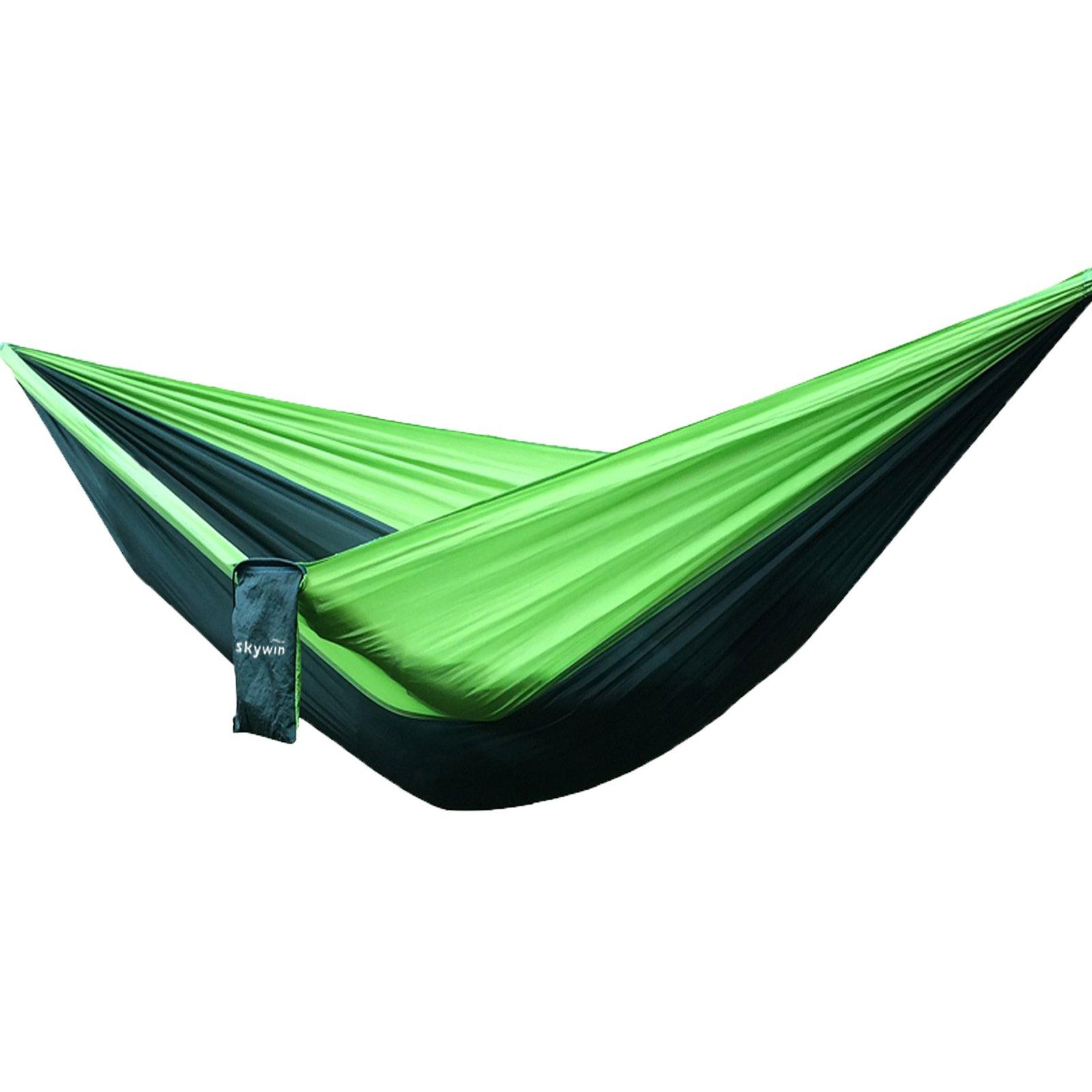 SKYWIN Camping Hängematte Leicht Fallschirm Hängematte Multifunktionell Zum Reisen,Camping,Wandern,Strand,Garten,Tragbar mit 2 Karabiner und 2 Hängende Seile 3 Meter von jedem (Grün Stitching)