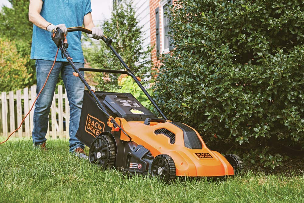 BLACK+DECKER Lawn Mower, Corded, 13 Amp, 20-Inch (BEMW213) 8 Push mower comes with 13 Amp motor to power through tall grass Electric mower can adjust height with 6 settings for precise cutting specifications Push lawn mower comes with easy Fold handle for convenient storage when not in use