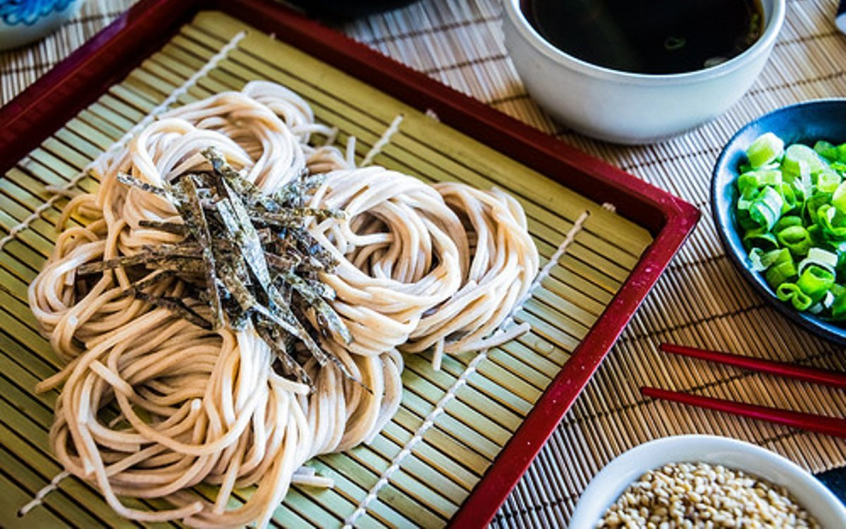 Soba Kit Cold Buckwheat Noodles, Everything You Need to Cook and Enjoy Your Own Zaru Soba Dish at Home (8 Servings) by Bundo Life