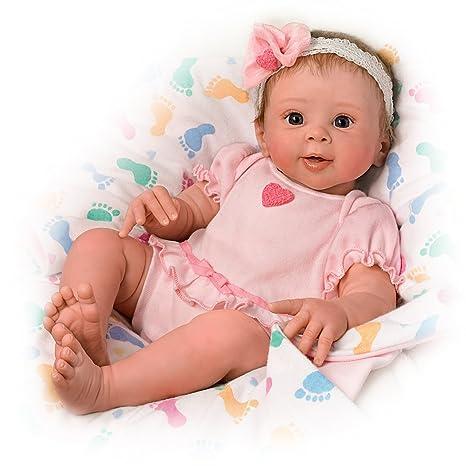 Amazon.com: Jerez rawn Ella Touch Activado realista Baby ...