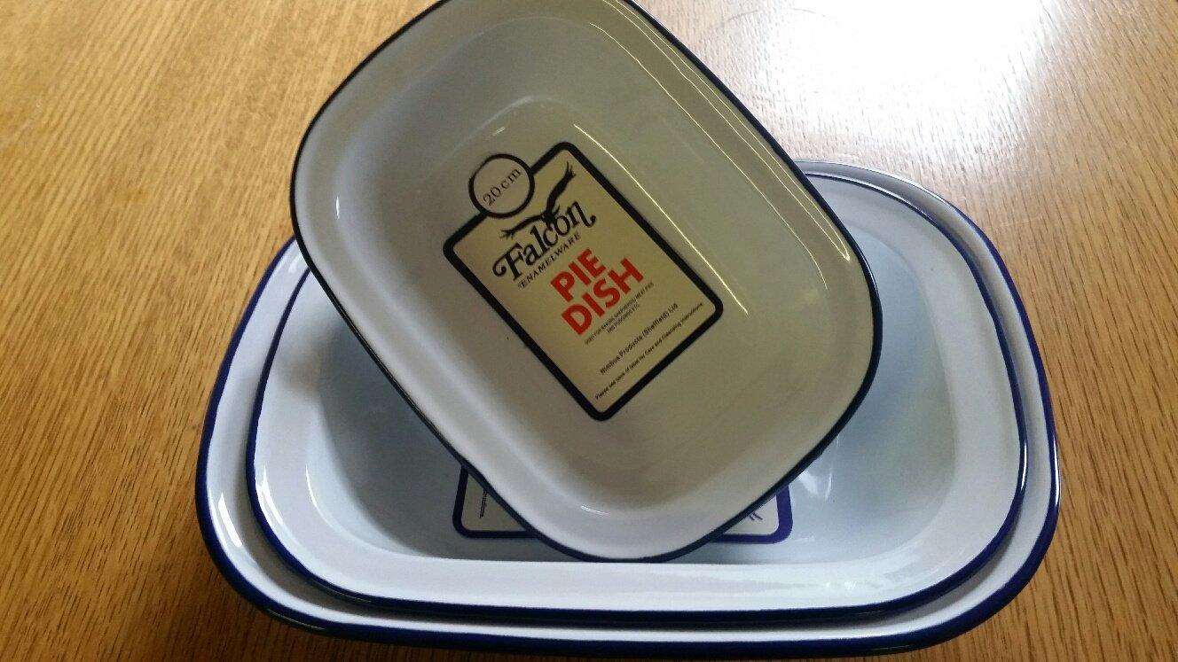 Set of 3 Enamel baking tray/Pie dish- 20cm, 24cm, 26cm