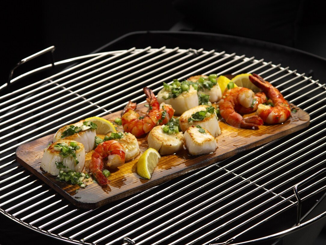 Coastal Cuisine 14 Pack 7x16'' Cedar Grilling Planks + Aluminum Serving Platter – Perfect for any grilling enthusiast.  Enjoy delicious restaurant quality meals and a stunning presentation. by Coastal Cuisine (Image #7)