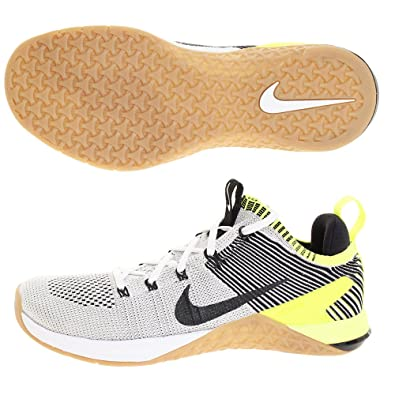 separation shoes fce0d 97d85 Amazon.com   Nike Men s Metcon DSX Flyknit 2 Training Shoes (9.5, Black  White Gum)   Fitness   Cross-Training