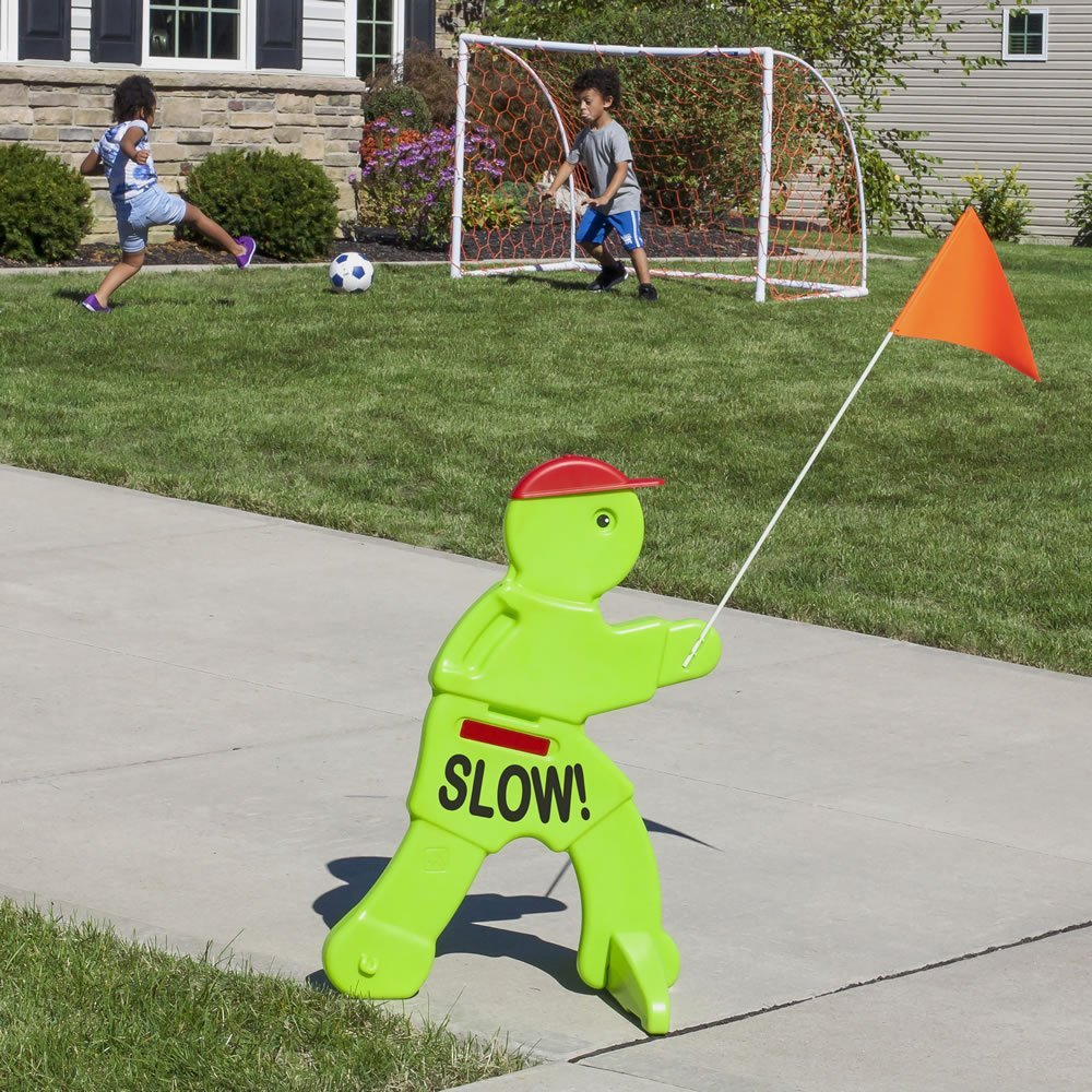 Step2 Kid Alert Visual Warning Signal V.W.S - 32-Inch Caution Go Slow Children At Play Signage - Durable Plastic Outdoor Playtime Safety Signs for Kids with Flag by Step2 (Image #2)