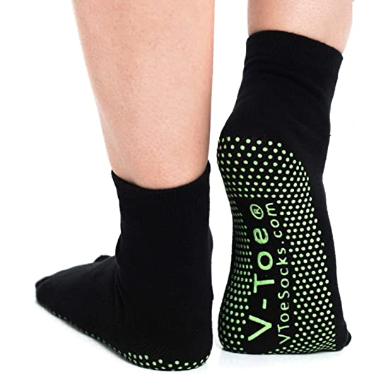 c16884a067c6 Amazon.com  Black Non-Skid V-Toe Flip Flop Socks - Yoga Hospital Fun ...