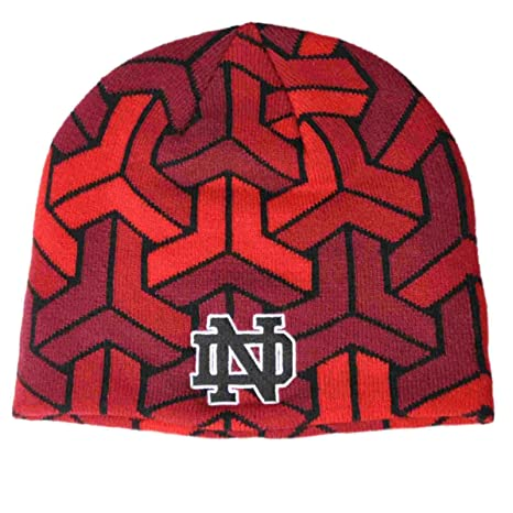 f4bb0711843 Amazon.com   Under Armour Notre Dame Fighting Irish Red Signal Caller ColdGear  Hat Cap Beanie   Sports   Outdoors