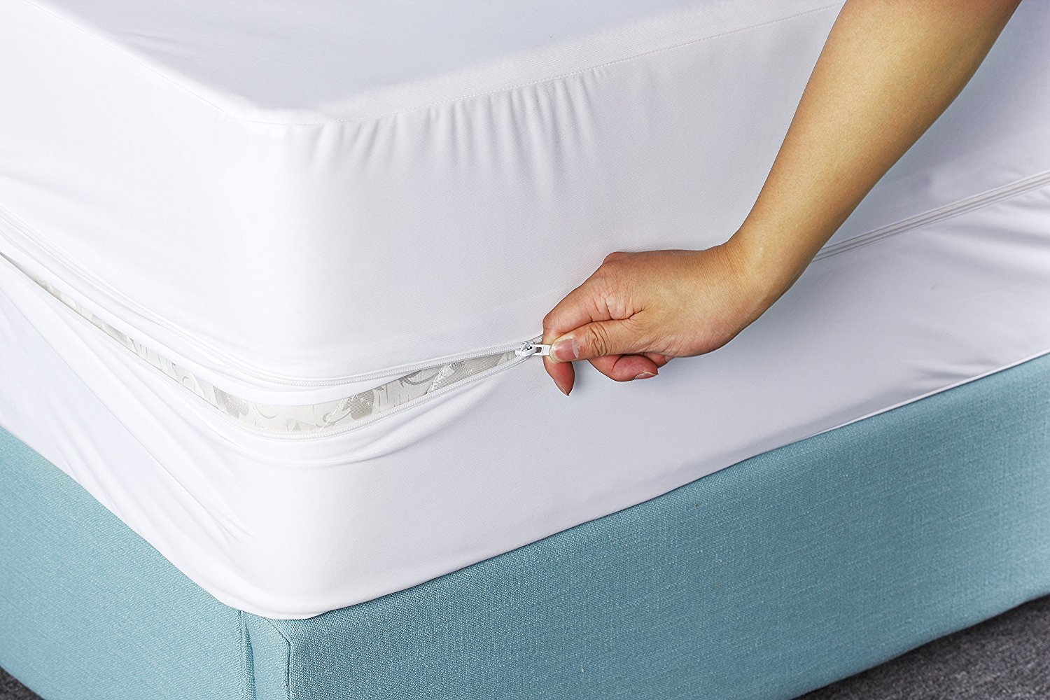 Amazon.com: Utopia Bedding Waterproof Zippered Mattress Encasement Cover - Bed  Bug Proof, Vinyl Safe and Hypoallergenic Protection (Twin): Home & Kitchen