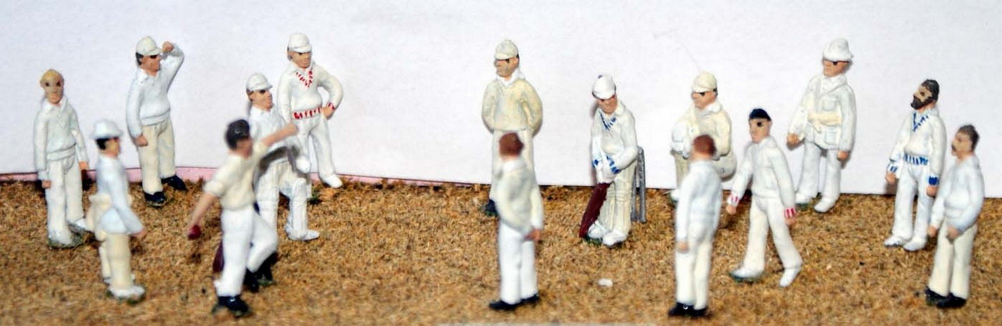 Langley Models Cricket Game 15 Figures stumps bats OO Scale Model PAINTED F35p