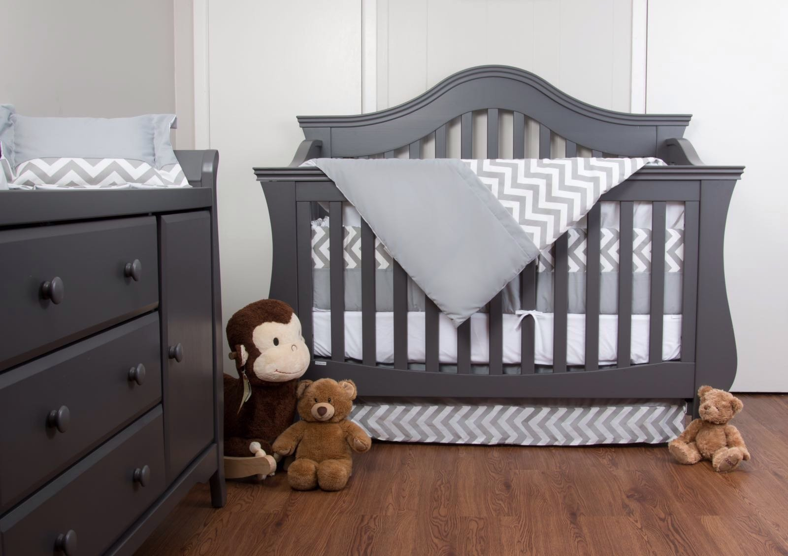 7 Piece Crib Nursery Bedding Set with Bumper by Simon's Baby House – 100% Cotton – Gray and White Chevron Zigzag Design for Boys & Girls – 52'' x 28'' – Fits Regular Size Cribs