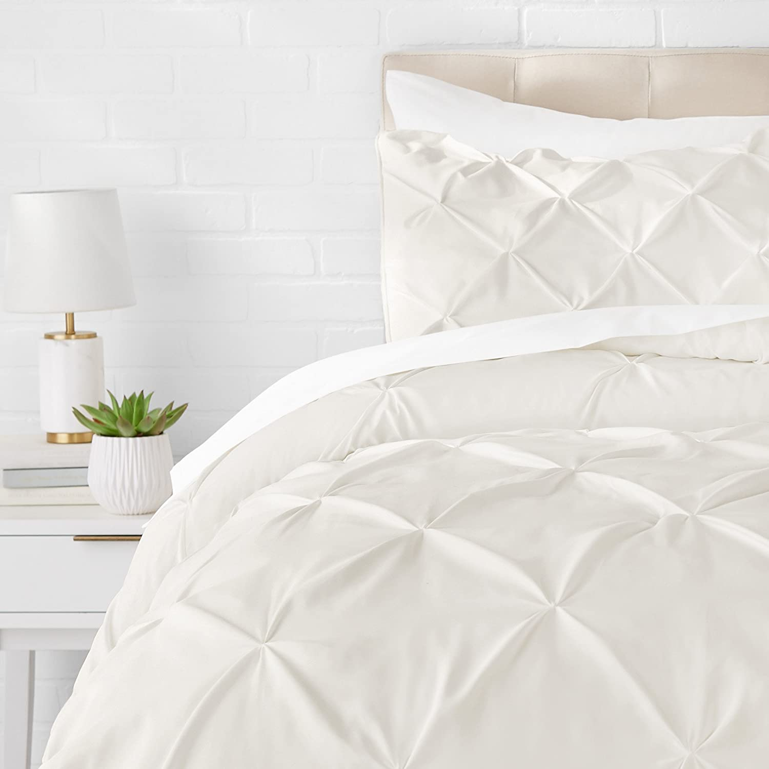 AmazonBasics Pinch Pleat Comforter Bedding Set, Twin, Cream