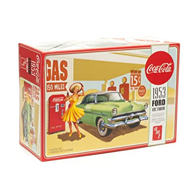 AMT 1953 Ford Victoria Hardtop w/Coca-Cola Machine 2T 1/25 Scale Model Kit: Toys & Games