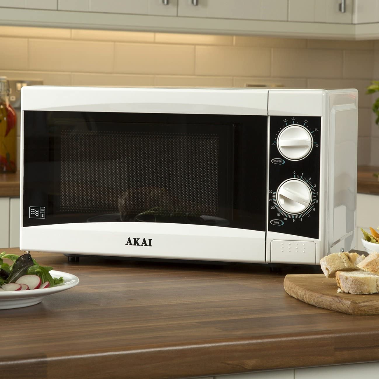 Black 800 W 20 Litre 30 Minute Timer Convenient Child-Lock Akai Manual Microwave with 6 Power Levels