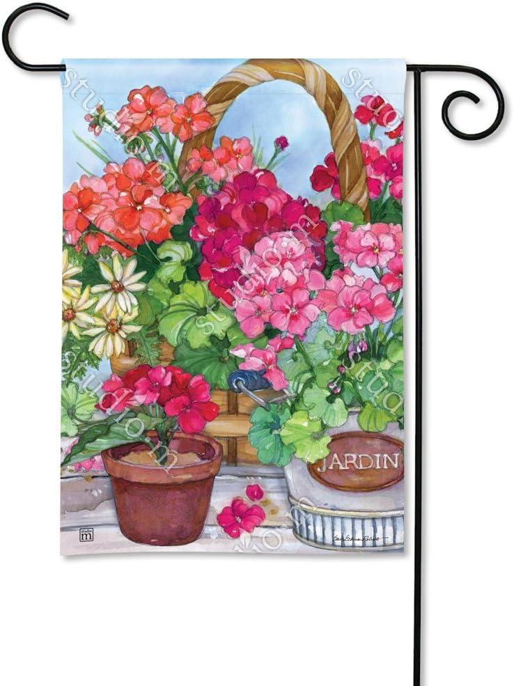 BreezeArt Magnet Works, Ltd. Geranium Variety Garden Flag