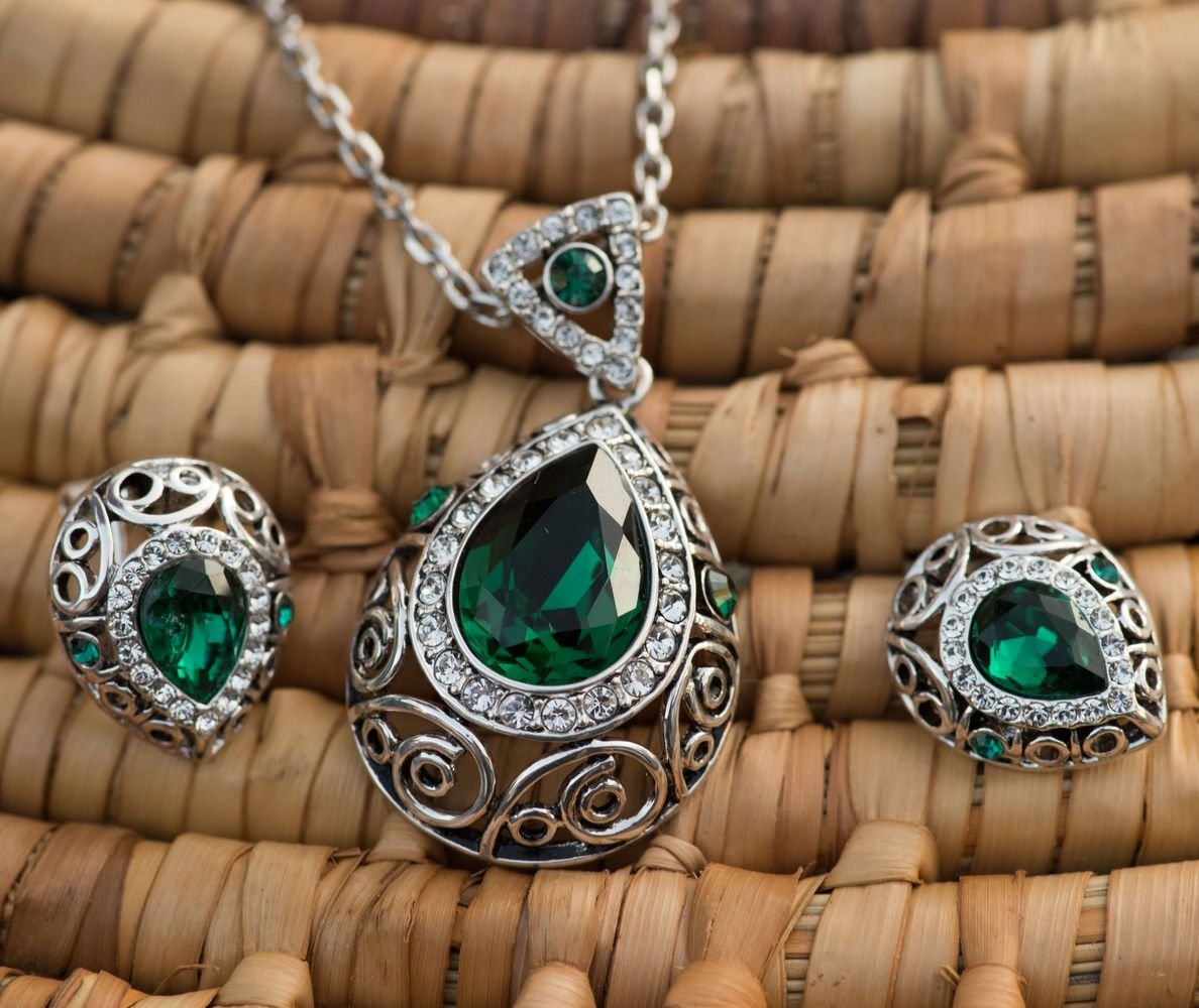 Leafael [Presented by Miss New York] Silver-tone Teardrop Filigree Vintage Style Emerald Green Pendant Necklace Made with Swarovski Crystals Earrings Set, 18'' + 2'', Nickel/Lead/Allergy Box by Leafael (Image #3)