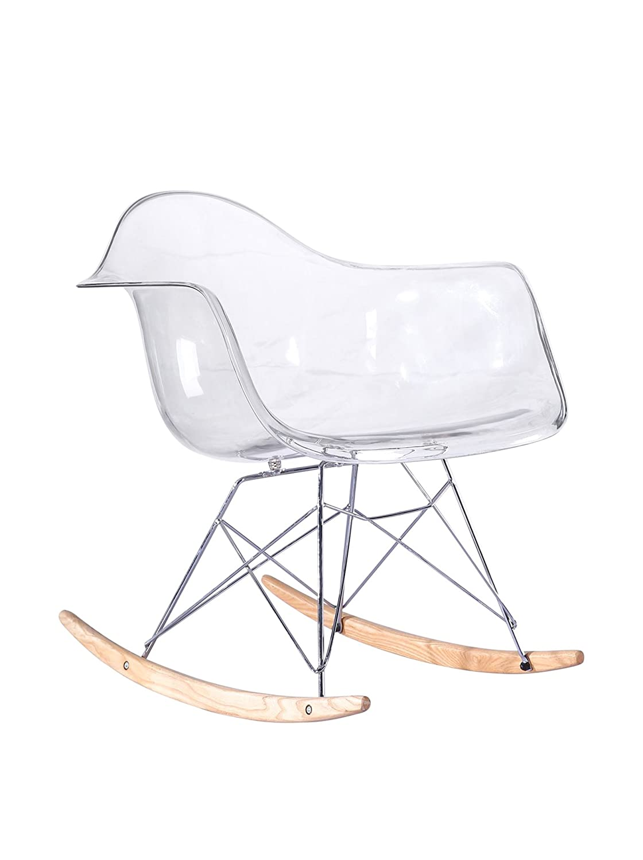 Silla mecedora de diseño único elaborada en materiales resistentes para un uso frecuente.