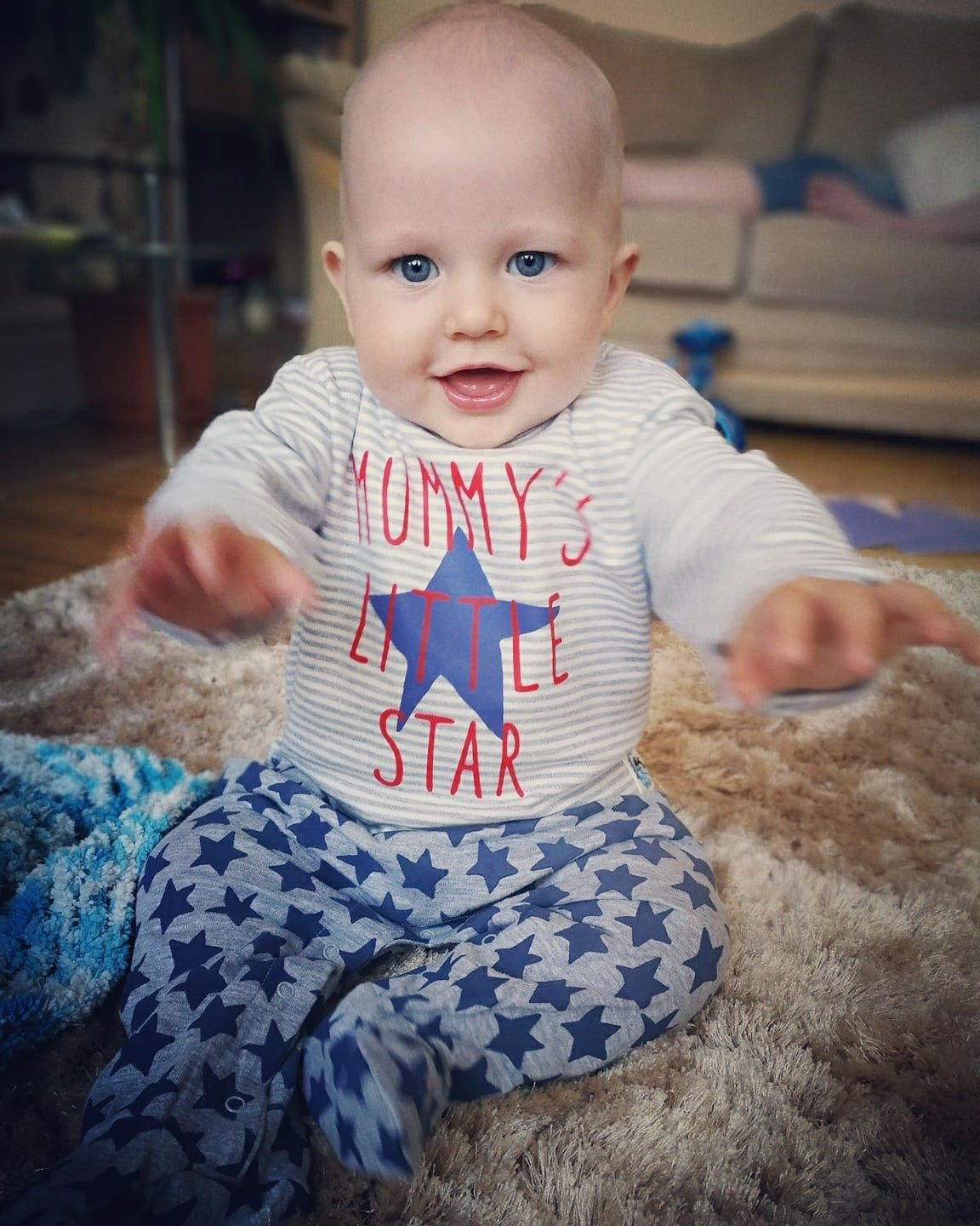 Girls Mummy/'s Little Star Anti-Slip All-in-One Sleepsuit for Babies Unique Patent Baby Onesie for Toddlers Safety Grip Special Design Babygrow 6-9 Months Plus Free Pair of Anti-Slip Socks