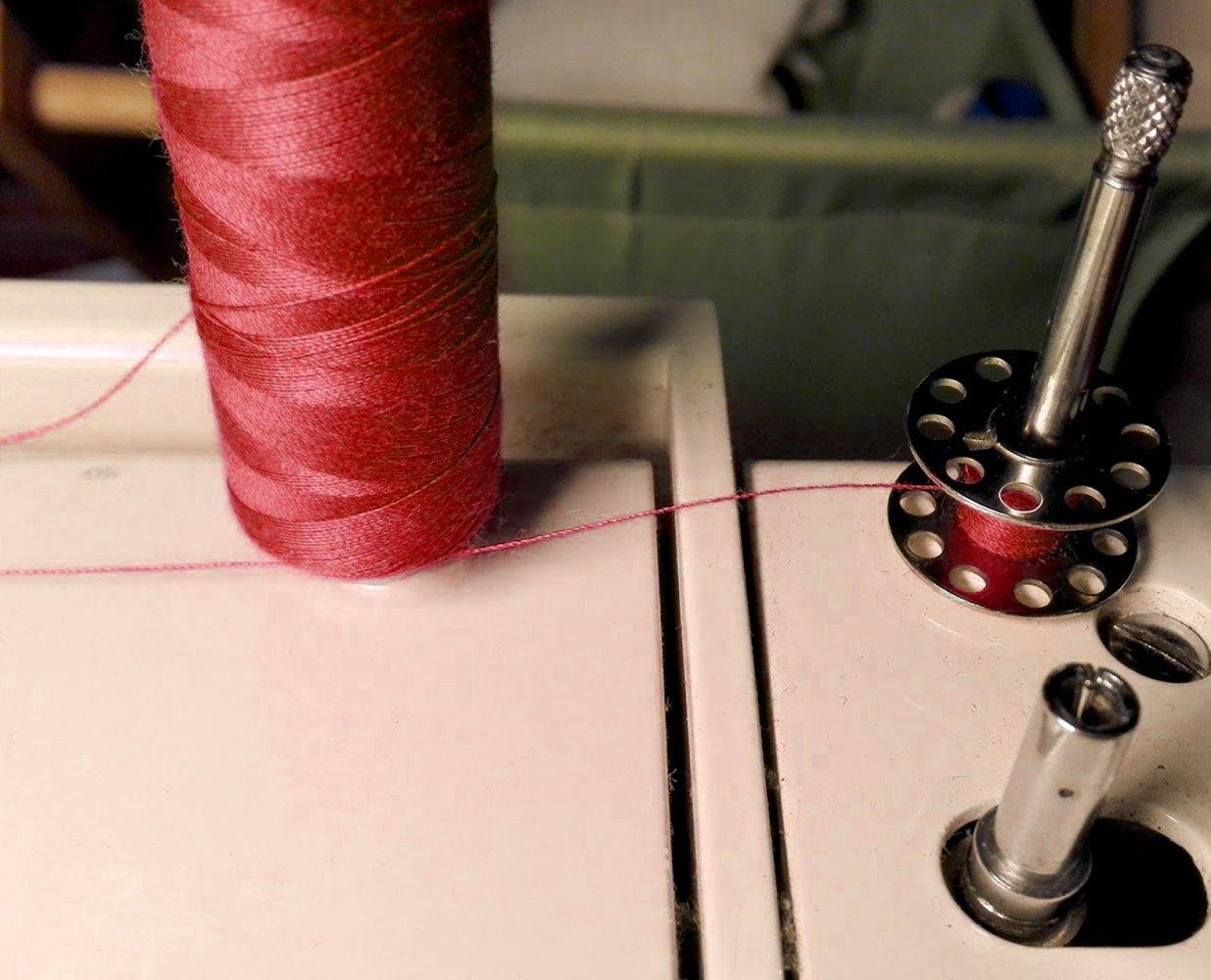 Curtzy 12 Overlock Polyester Nähmaschinen-Faden Kegel Auswahl an ...