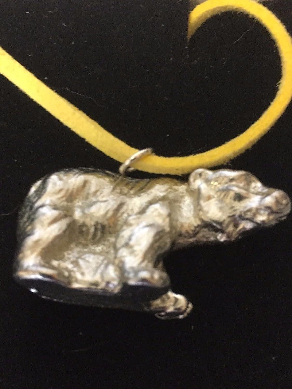 Ours polaire Tg71fine en étain anglais sur un collier de cordon de Jaune 45,7cm Postées par nous cadeaux pour tous 2016à partir de Derbyshire britannique