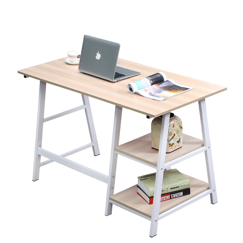 Mesa fija con caballetes para utilizar como escritorio.