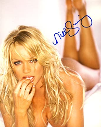 Nikki Ziering Autographed 8x10 Photo