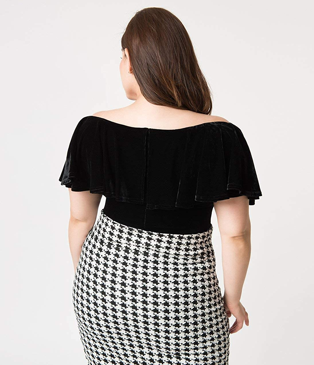 0b1d71b8e5a3 Unique Vintage Plus Size 1950s Black Velvet Off Shoulder Ruffle Frenchie  Knit Top at Amazon Women s Clothing store