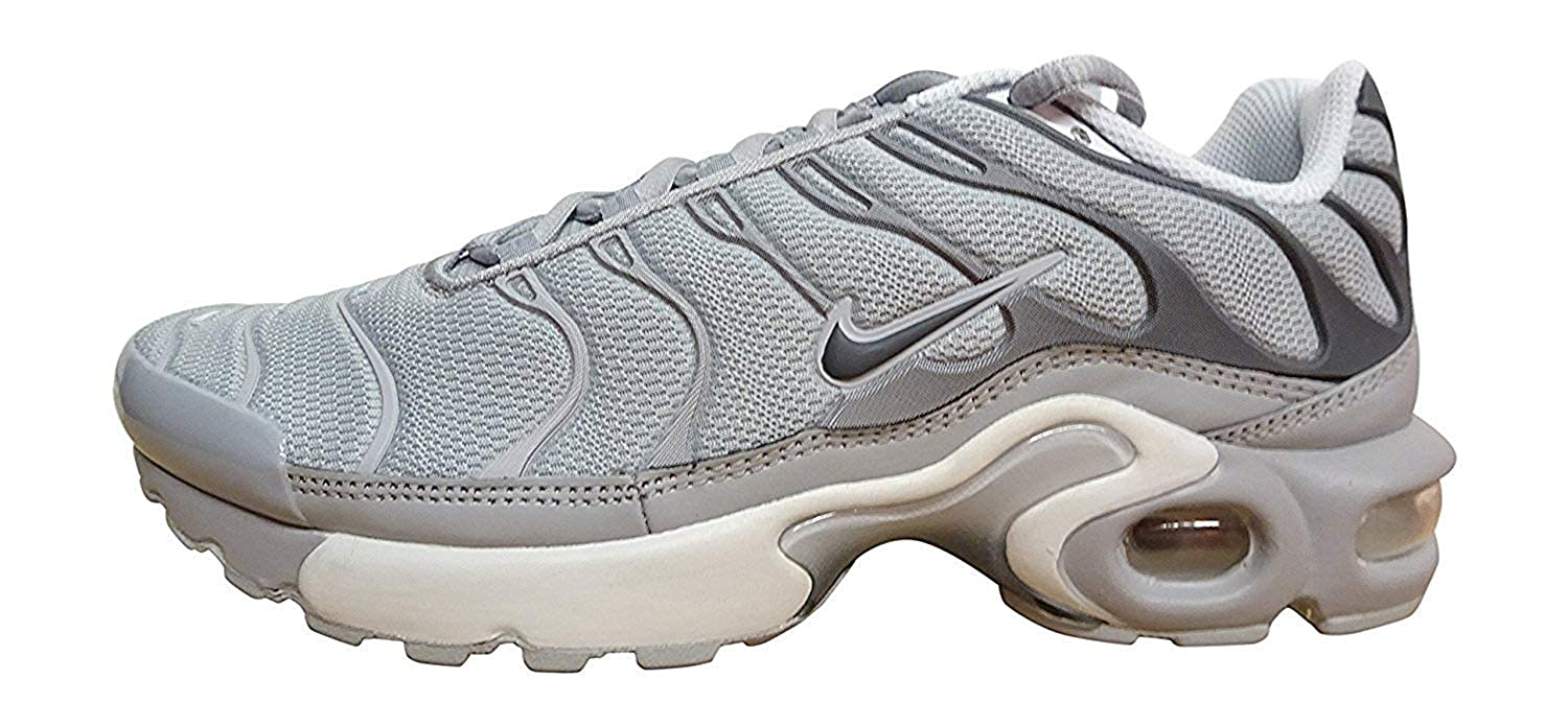 sports shoes 64ae1 f128d Nike Air Max Plus TN (GS) Youth Sneaker, Black Volt White 070, 5.5 Unknown  UK/38.5 Unknown EU: Amazon.de: Schuhe & Handtaschen