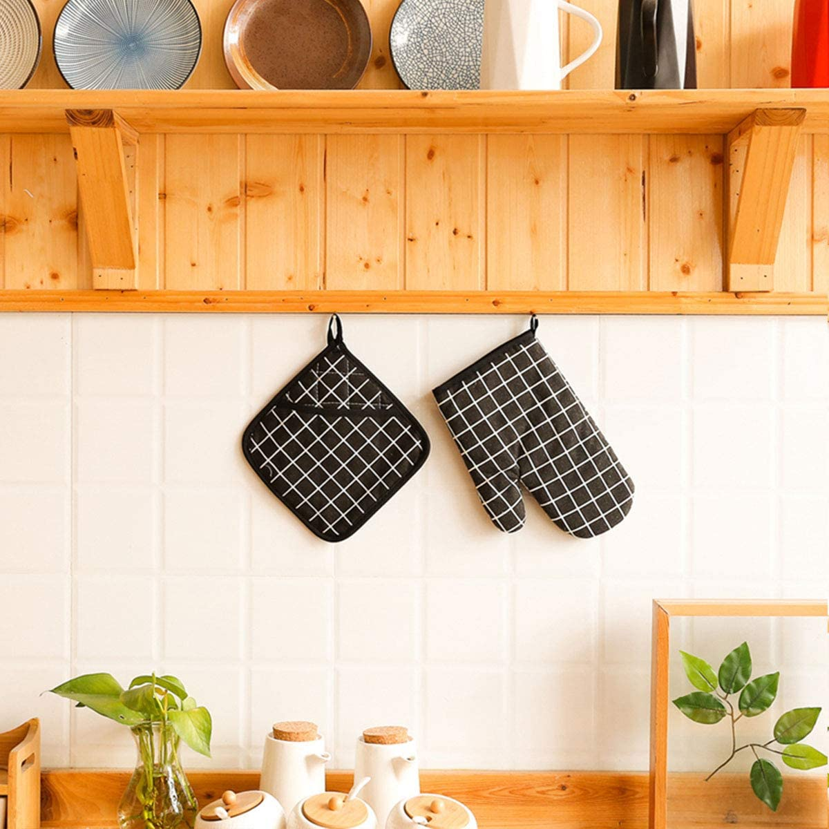 WinChange Oven Mitts and Potholders BBQ Gloves-Oven Mitts and Pot Holders with Recycled Cotton Infill Silicone Non-Slip Cooking Gloves for Cooking Baking Grilling (4-Piece Set,Black)