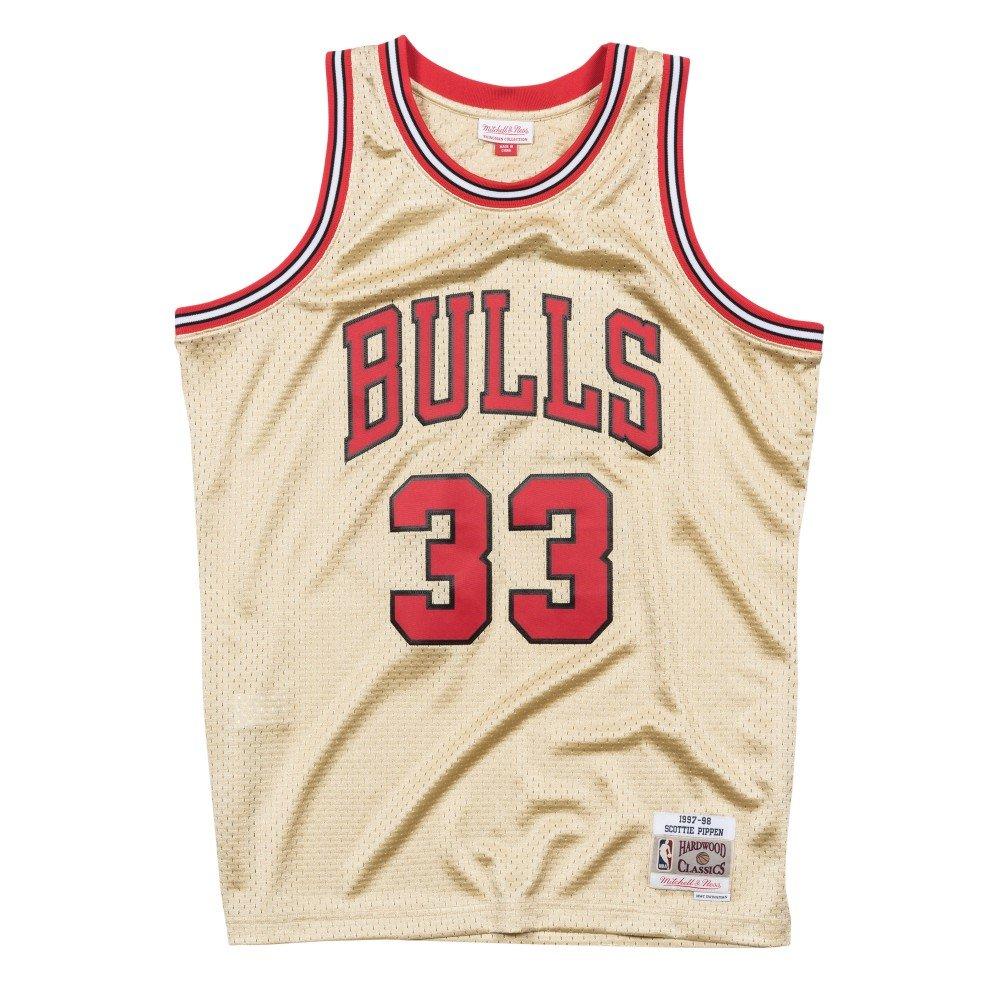 d6adf123f Amazon.com   Mitchell   Ness Gold Chicago Bulls Scottie Pippen Swingman  Jersey   Sports   Outdoors