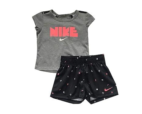 f82e32429 Amazon.com: Nike Infant Girls T-Shirt and Shorts Set: Clothing