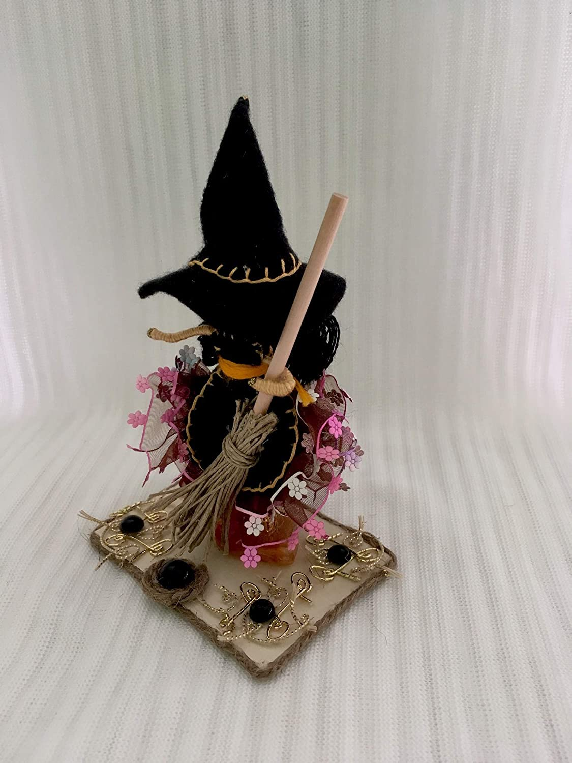 Kitchen Hag Felt Cottage Witch Standing Doll Home Decor Rustic Style Fairy Figurine Witch with broom Interior Art Doll Halloween Good luck kitchen witch doll