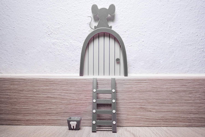 Ratoncito Pérez puerta gris a su casita con escalera y cajita para diente de leche. Hecha en España