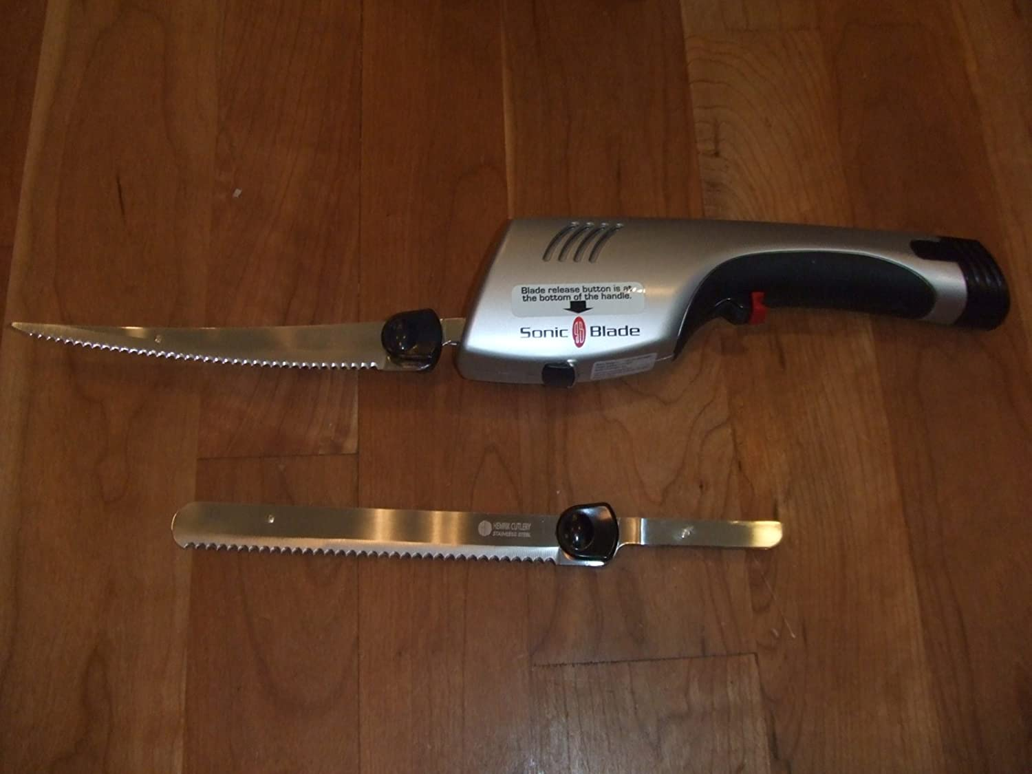 Cordless sonic blade with extra blade on the table