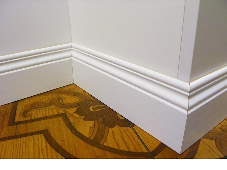 Battiscopa in legno bianco sagomato inglese ducale centimetri