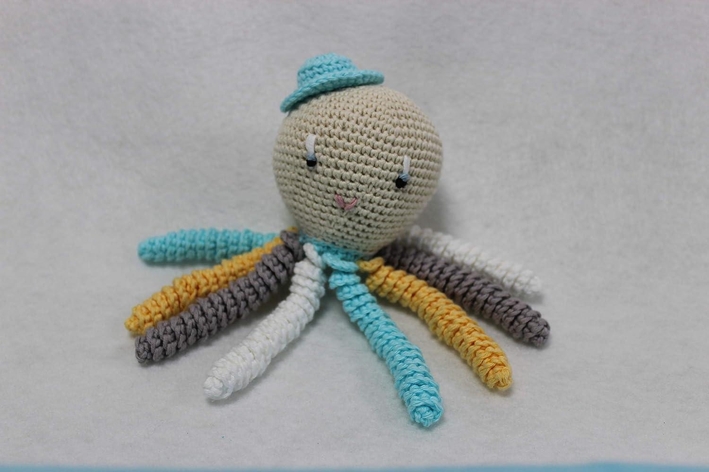 Poulpe amigurumi pour nouveau-né en gris, aigue-marine, blanc et jaune. Crochet octopus idéal comme cadeau de naissance.